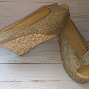 Size 7 daysie Chinese laundry slip on wedges